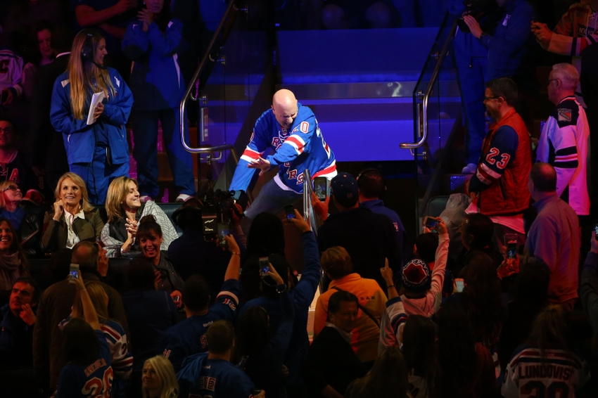 8853229-dancing-larry-nhl-columbus-blue-jackets-new-york-rangers