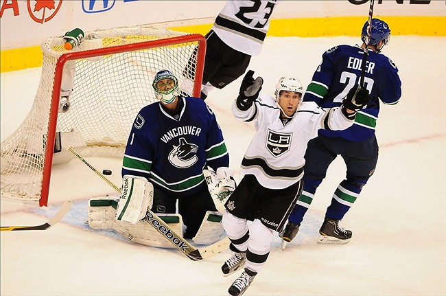 Canucks' goalie Luongo asks to be traded