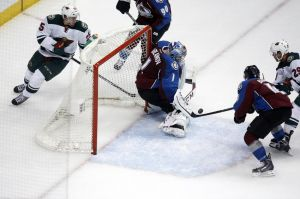 Minnesota Wild winger Jason Pominville tries to put the puck past Colorado goalie Varlamov Thursday night