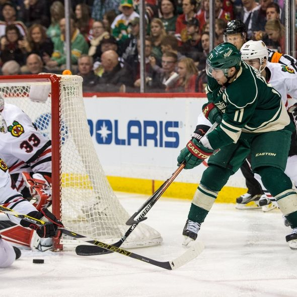 9218227-zach-parise-nhl-chicago-blackhawks-minnesota-wild-590x590
