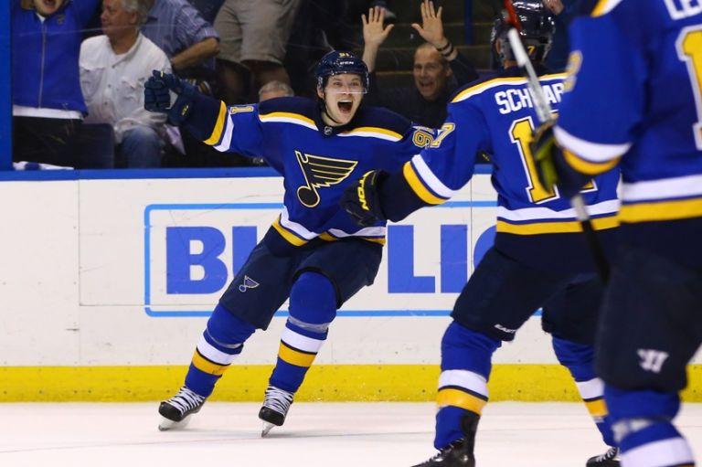 Corey-crawford-vladimir-tarasenko-nhl-stanley-cup-playoffs-chicago-blackhawks-st.-louis-blues-768x511