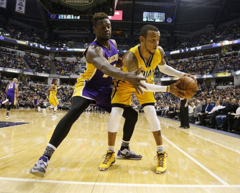 Julius-randle-monta-ellis-nba-los-angeles-lakers-indiana-pacers-768x0