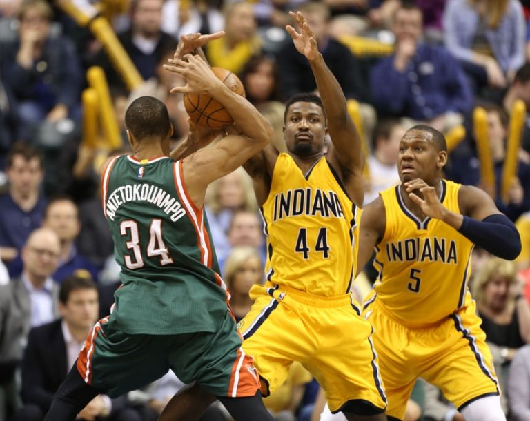 Solomon-hill-giannis-antetokounmpo-nba-milwaukee-bucks-indiana-pacers-768x611