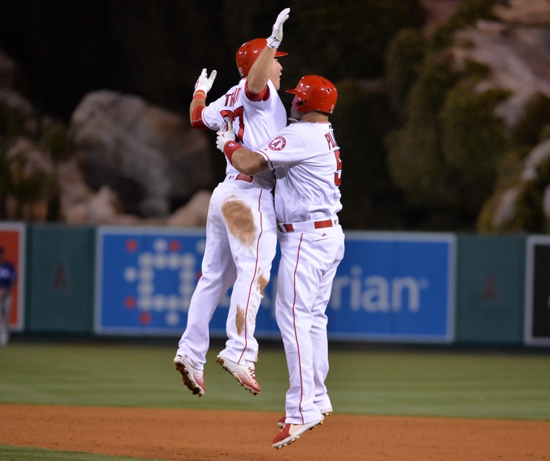 9236389-albert-pujols-mike-trout-mlb-texas-rangers-los-angeles-angels