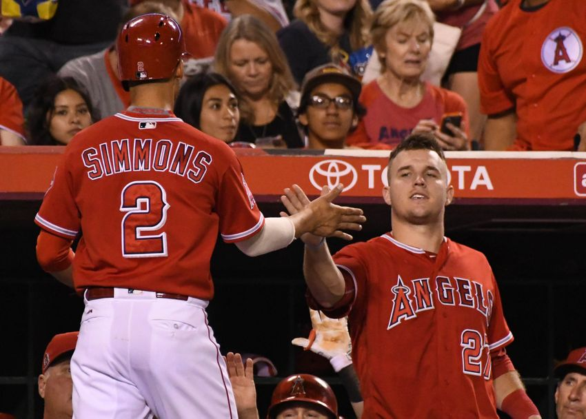 9572773-andrelton-simmons-mike-trout-mlb-oakland-athletics-los-angeles-angels