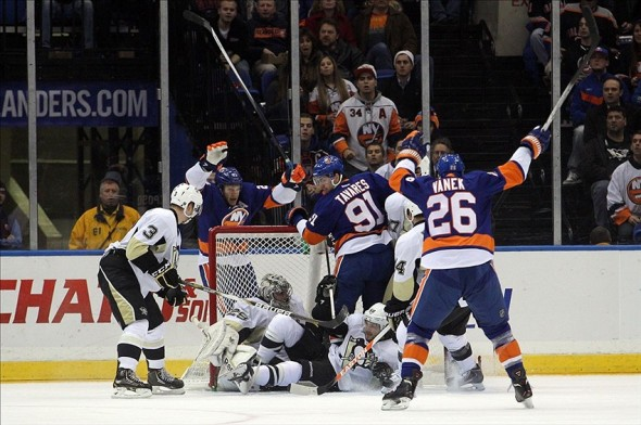 Snap Shots: Islanders Vs Penguins — 12/03/13