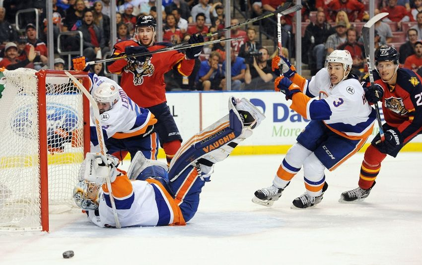 New York Islanders D Travis Hamonic Staying Put