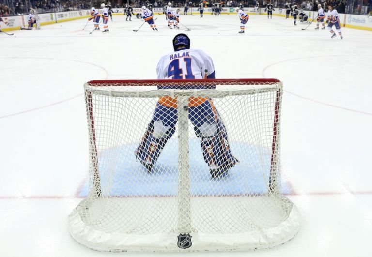8992703-jaroslav-halak-nhl-new-york-islanders-columbus-blue-jackets-768x531