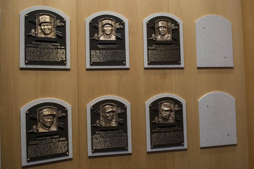 8720137-pedro-martinez-randy-johnson-craig-biggio-john-smoltz-mlb-baseball-hall-of-fame-induction-ceremony