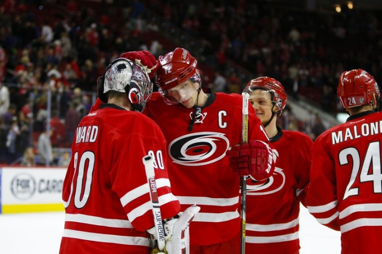 Cam-ward-eric-staal-nhl-los-angeles-kings-carolina-hurricanes-768x0