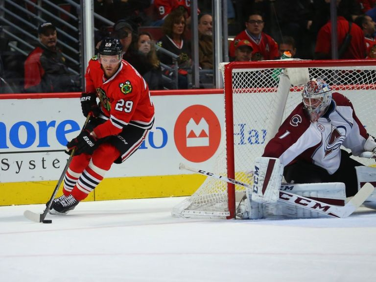 Semyon-varlamov-bryan-bickell-nhl-colorado-avalanche-chicago-blackhawks-768x576