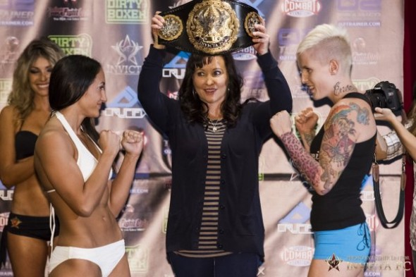 Carla Esparza and Bec Hyatt weigh in as Shannon Knapp holds the Invicta FC Strawweight title. Esther Lin - Invicta FC