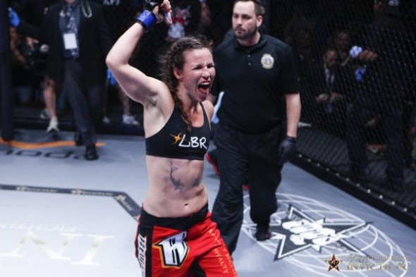 Leslie Smith goes three rounds with Sarah Kaufman. Credit: Esther Lin-Invicta FC
