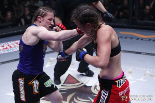 Sarah Kaufman engages in a war with Leslie Smith at Invcita FC 5. Photo Credit: Esther Lin-Invicta FC