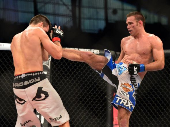 Jake Shields (blue gloves) in his win over Demian Maia. Credit: Jason Silva-USA TODAY Sports