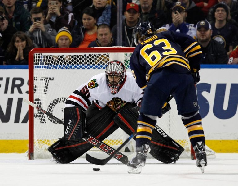 Corey-crawford-tyler-ennis-nhl-chicago-blackhawks-buffalo-sabres-768x599