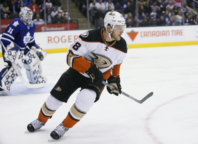 Jamie-mcginn-nhl-anaheim-ducks-toronto-maple-leafs-768x558