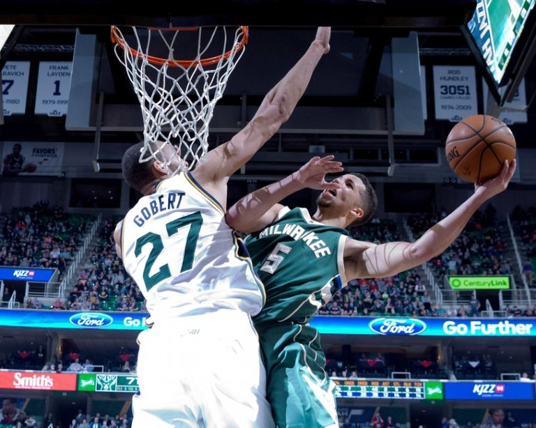 Rudy-gobert-michael-carter-williams-nba-milwaukee-bucks-utah-jazz-768x0