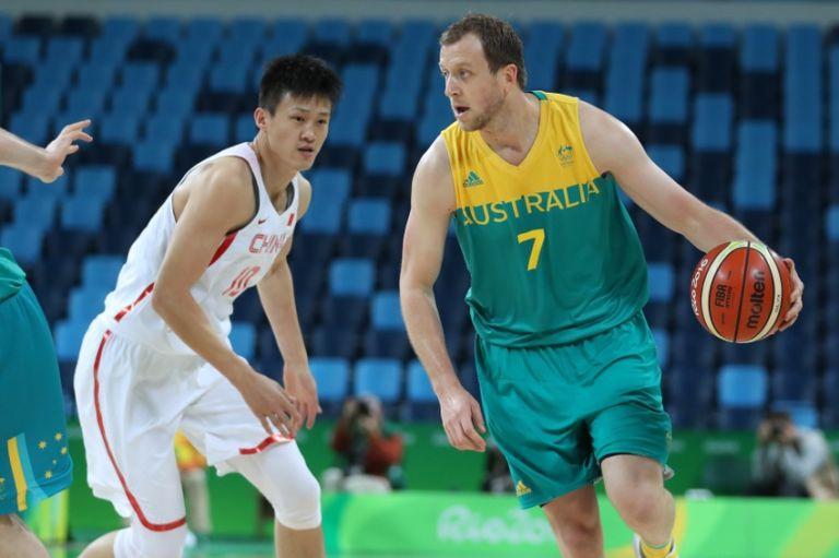 9451789-peng-zhou-joe-ingles-olympics-basketball-men-768x511