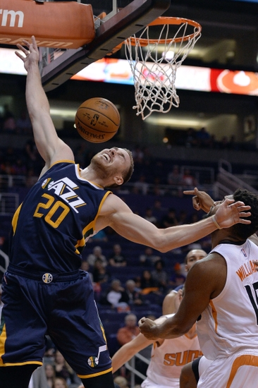 9590290-gordon-hayward-alan-williams-nba-preseason-utah-jazz-phoenix-suns