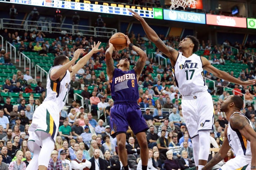 9603766-quincy-ford-tyler-ulis-nba-preseason-phoenix-suns-utah-jazz