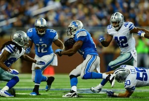Oct 27, 2013; Detroit, MI, USA; Detroit Lions running back Reggie Bush (21) runs the ball during the third quarter against the Dallas Cowboys at Ford Field. Mandatory Credit: Andrew Weber-USA TODAY Sports