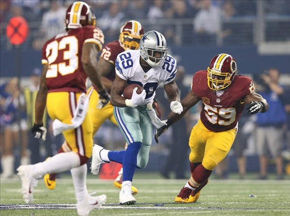 Oct 13, 2013; Arlington, TX, USA; Dallas Cowboys running back DeMarco Murray (29) runs with the ball against Washington Redskins linebacker London Fletcher (59) at AT