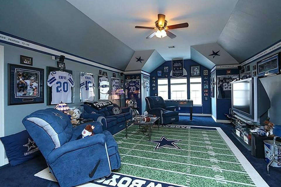 A shopping list for the ultimate dallas cowboys fan cave for Dallas cowboy bedroom ideas