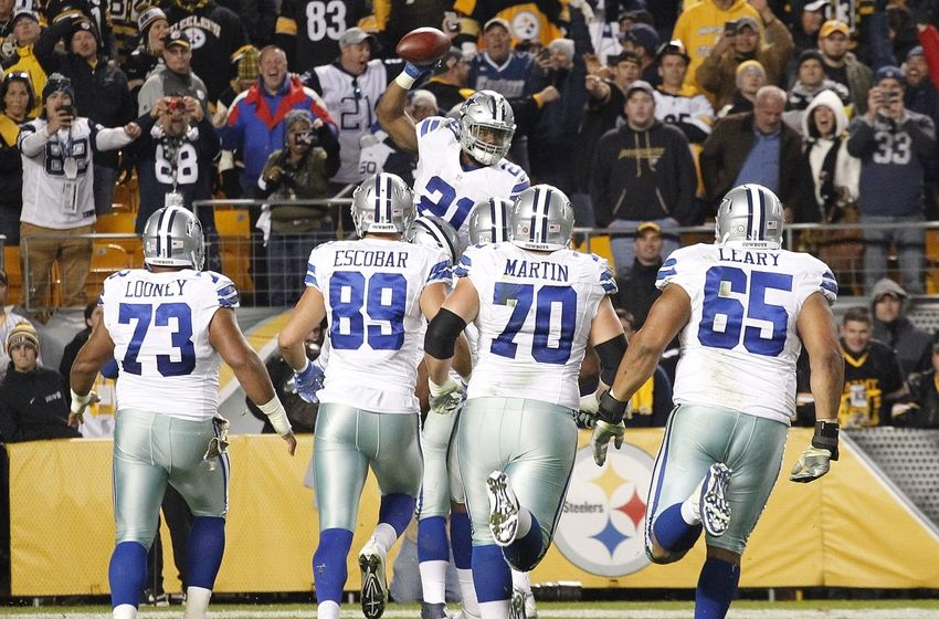 Nov 13, 2016; Pittsburgh, PA, USA; Dallas Cowboys running back Ezekiel Elliott (21) celebrates his thirty-two yard touchdown to win the game with teammates against the Pittsburgh Steelers during the fourth quarter at Heinz Field. Dallas won 35-30. Mandatory Credit: Charles LeClaire-USA TODAY Sports