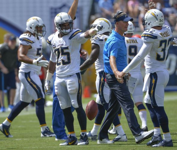San Diego Chargers Defense: San Diego Chargers Darrell Stuckey Blocks Field Goal [VINE]