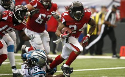 Oct 2, 2016; Atlanta, GA, USA; Atlanta Falcons running back Devonta Freeman (24) scores a rushing touchdown against Carolina Panthers outside linebacker Shaq Green-Thompson (54) in the first quarter of their game at the Georgia Dome. Mandatory Credit: Jason Getz-USA TODAY Sports