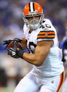 Sept. 18, 2011; Indianapolis, IN, USA; Cleveland Browns running back Peyton Hillis (40) runs the ball against the Indianapolis Colts at Lucas Oil Stadium. Cleveland defeated Indianapolis 27-19. Mandatory credit: Michael Hickey-US PRESSWIRE