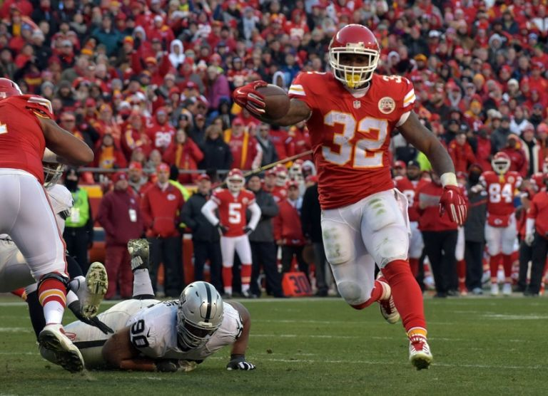 Spencer-ware-dan-williams-nfl-oakland-raiders-kansas-city-chiefs-1-768x0