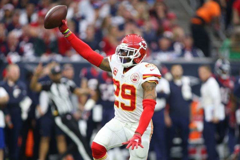 9046646-eric-berry-nfl-afc-wild-card-kansas-city-chiefs-houston-texans-768x511