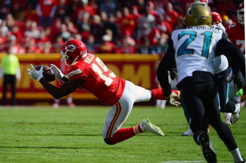 Nov 6, 2016; Kansas City, MO, USA; Kansas City Chiefs wide receiver Jeremy Maclin (19) dives but is unable to catch a pass against the Jacksonville Jaguars during the first half at Arrowhead Stadium. The Chiefs won 19-14. Mandatory Credit: Jeff Curry-USA TODAY Sports