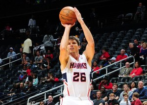 Kyle Korver lines up a three pointer. (Scott Cunningham/NBAE/Getty Images)
