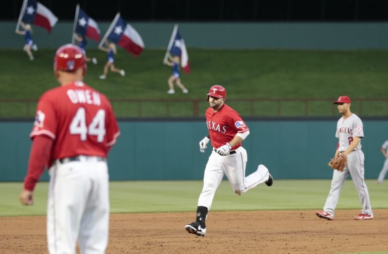 Mitch-moreland-andrelton-simmons-spike-owen-mlb-los-angeles-angels-texas-rangers-768x504