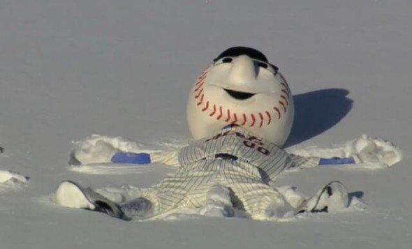mr. met snow angels