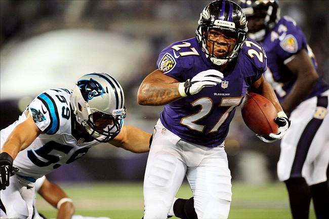 Baltimore Ravens running back Ray Rice (27) eludes the tackle of Carolina Panthers linebacker Luke Kuechly (59) at M