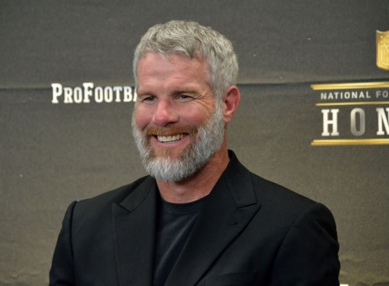 Brett-favre-nfl-super-bowl-50-hall-of-fame-class-of-2016-press-conference-1-768x0