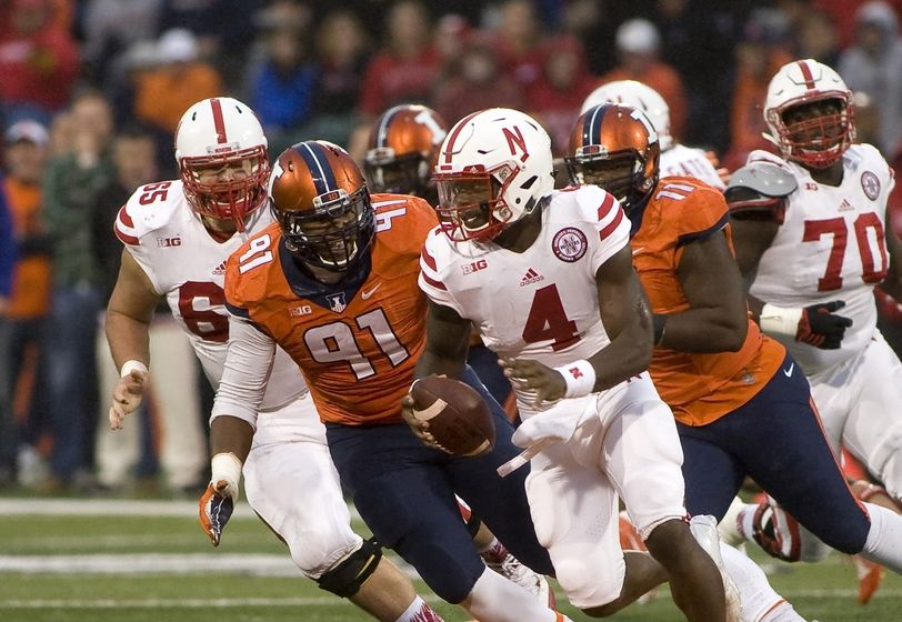 Oct 3, 2015; Champaign, IL, USA; Illinois Fighting Illini defensive end Dawuane Smoot (91) pursues Nebraska Cornhuskers quarterback Tommy Armstrong Jr. (4) at Memorial Stadium. The Fighting Illini won 14 - 13. Mandatory Credit: Mike Granse-USA TODAY Sports