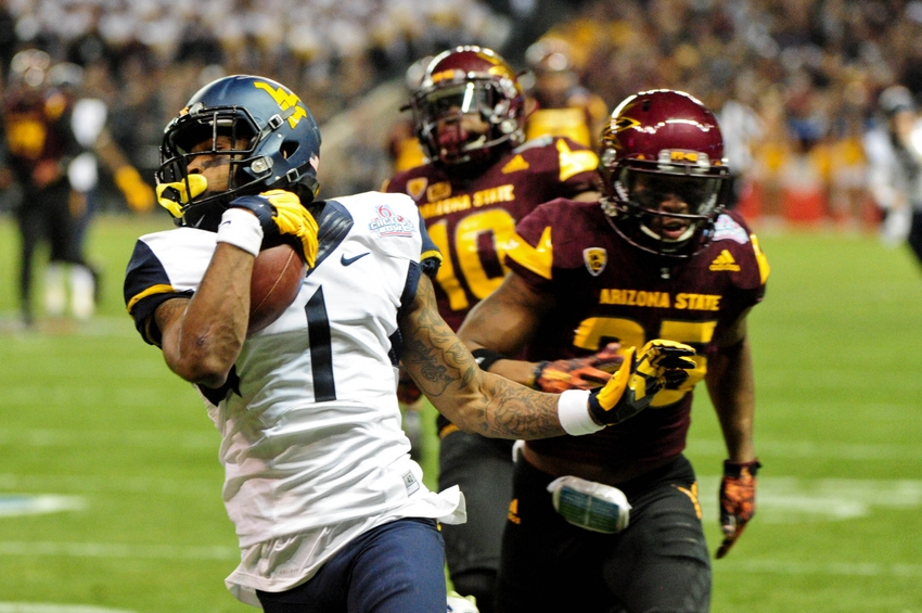 No. 19 West Virginia rolls past Iowa State 49-19