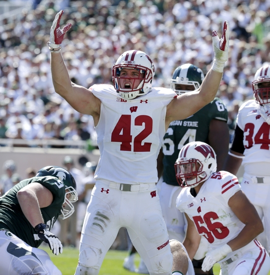 9561242-ncaa-football-wisconsin-michigan-state-1