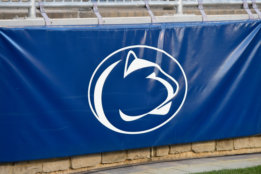 9667894-ncaa-football-iowa-penn-state