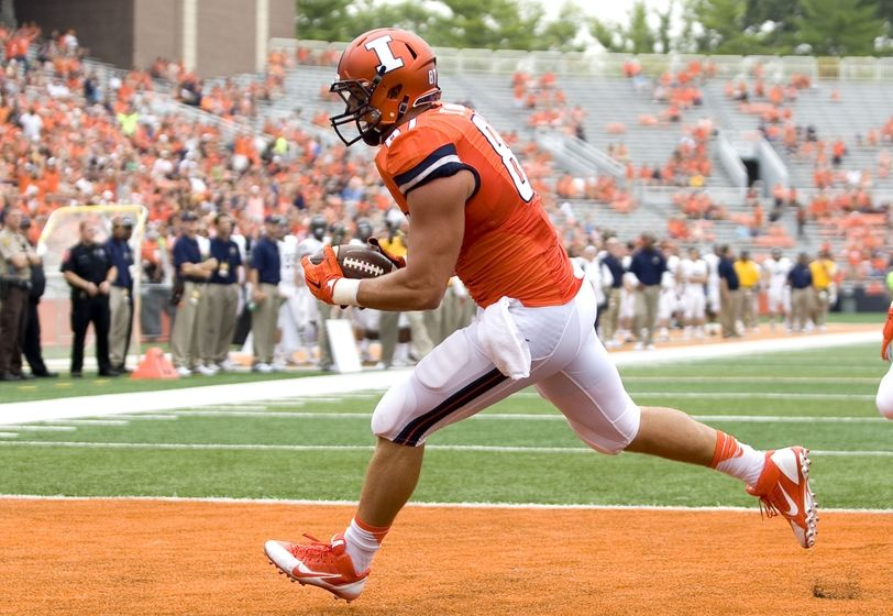 Sep 5, 2015; Champaign, IL, USA; Illinois Fighting Illini tight end Tyler White (87) catches a touchdown pass at Memorial Stadium. Illinois beat Kent State 52-3. Mandatory Credit: Mike Granse-USA TODAY Sports