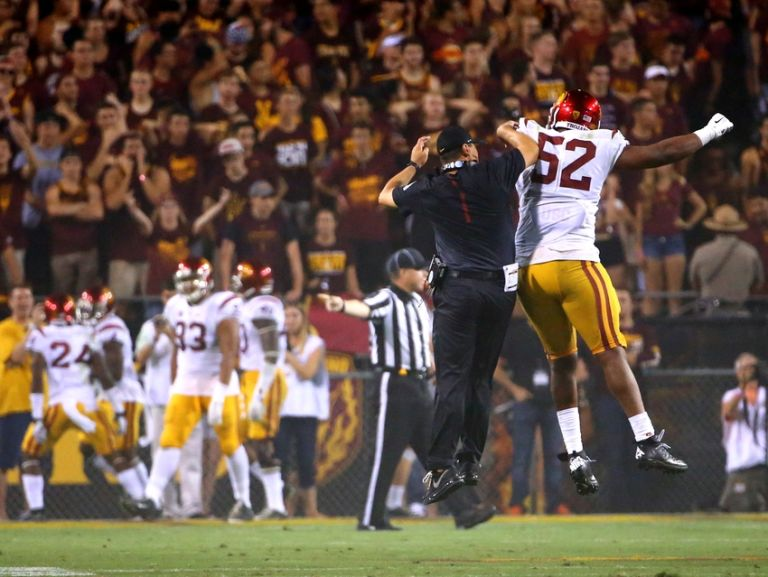 Delvon-simmons-steve-sarkisian-ncaa-football-southern-california-arizona-state-768x577
