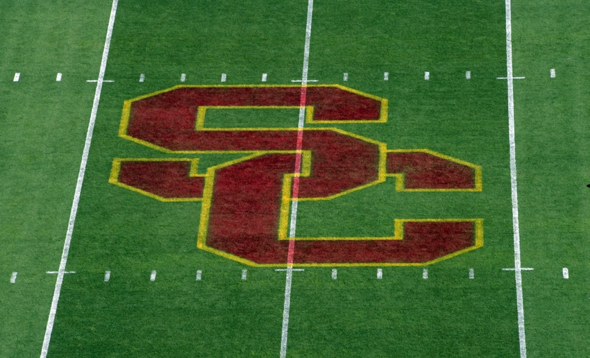 9530819-ncaa-football-utah-state-southern-california