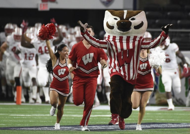 Bucky-badger-ncaa-football-cowboys-classic-wisconsin-vs-alabama-768x541
