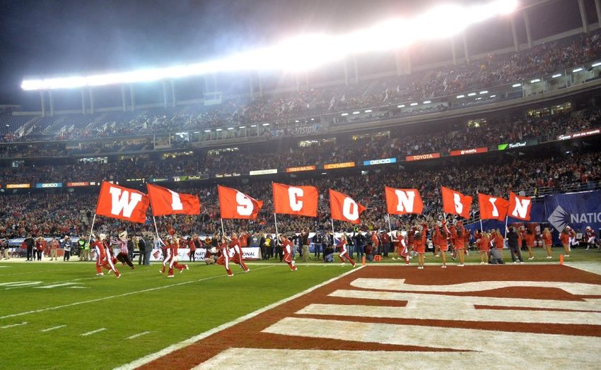 9026870-ncaa-football-holiday-bowl-southern-california-vs-wisconsin-850x524
