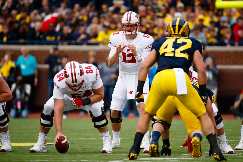 9588257-ncaa-football-wisconsin-michigan
